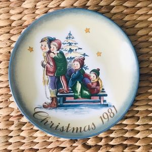 Berta Hummel Christmas 1981 Collectors Plate